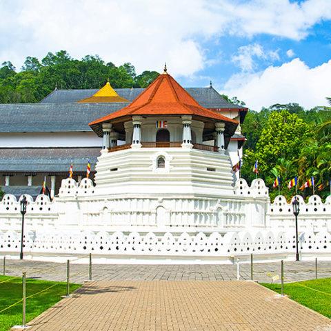 佛歯寺(ダラダー・マーリガーワ寺院)